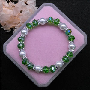 Jewelry - Pearl Green Crystal Glass Beaded Stretch bracelet!